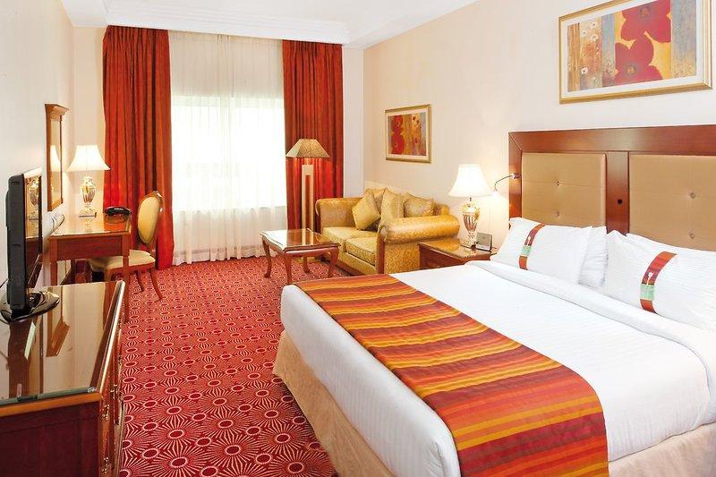 Holiday Inn Bur Dubai - Embassy District 12