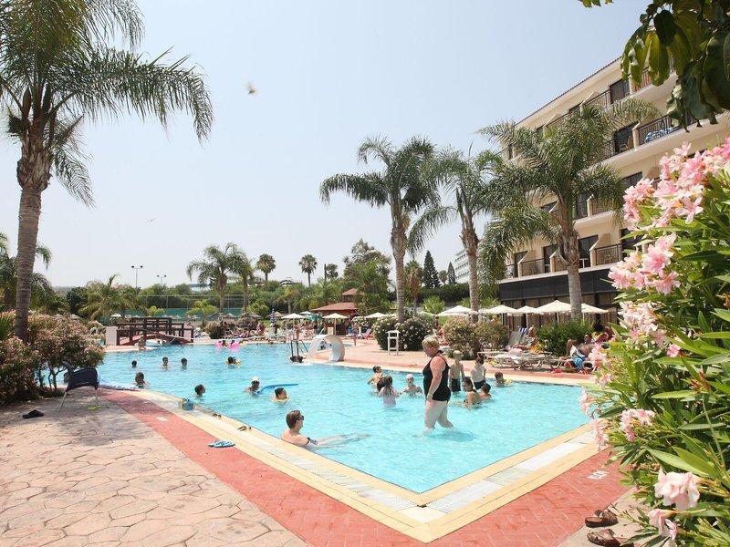 Tsokkos Gardens Hotel & Apartments