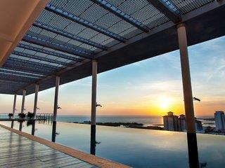 Melaka Hotel - The Straits Hotel & Suites