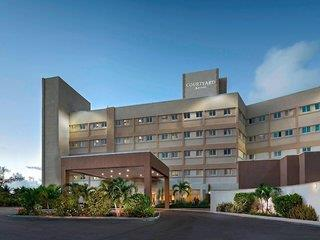 Courtyard Nassau Downtown/Junkanoo Beach