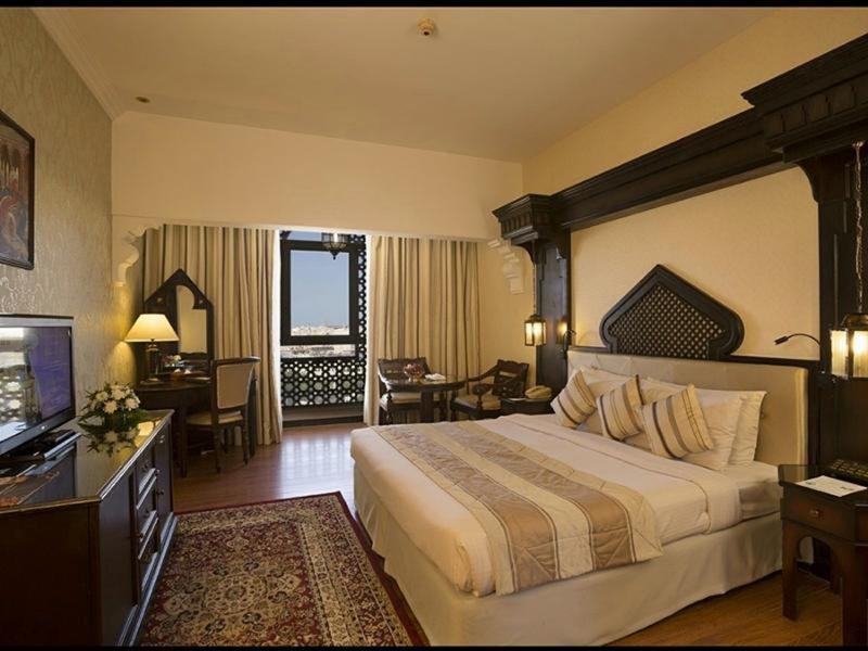 Arabian Courtyard Hotel & Spa 10