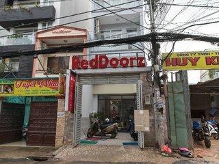 RedDoorz Near Saigon Zoo